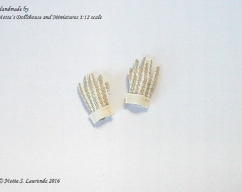 Dollhouse Gardening Gloves - Striped - Off-white & Beige - 1:12th scale miniature (GA27)