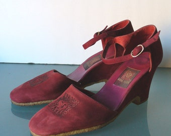 Anne Klein Made in Italy Claret Suede Wedge Heel Shoes Size 8 US