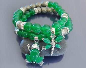 Stacking bracelet set Green jade bracelet Yoga bracelet Emerald green jade bracelet mala Good luck frog & dragonfly bracelet Amulet bracelet