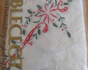 Vintage TESSILE Christmas Cutwork Embroidered Tablecloth~100% Cotton 66 x 102