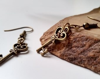 Vintage Heart Steampunk Skeleton Key Earrings - Gothic Keys Dangle Earrings Antique Bronze Drop Earring  Secret Key Earrings Wedding Jewelry