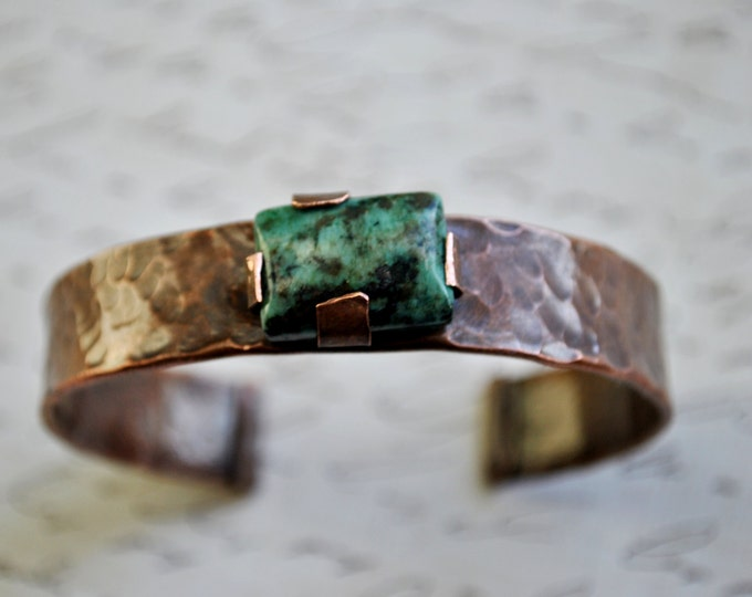 Rustic copper cuff with genuine turquoise stone, Hammered copper bracelet, metal work, boho, unisex