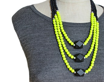 neon necklace / neon jewelry / neon yellow necklace / neon beaded necklace / black and yellow necklace / statement necklace / fluorescent