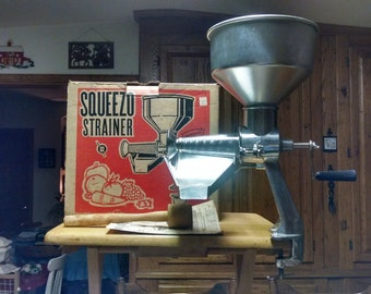 berarducci brothers stainless queezo strainer  in box