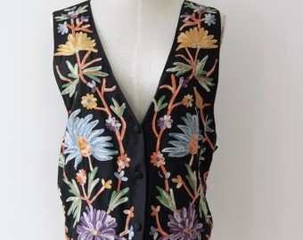 Black floral embroidered waistcoat. 90s folk vest. Boho Festival top. Floral boho top. Black floral vest top. Size L