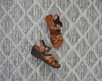70s strappy leather sandals / 1970s bohemian wood wedges / boho wooden platforms 7