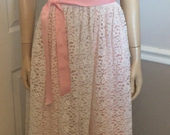 Beautiful 70's / 80's lined Pink and White Lace formal dress / size Small
