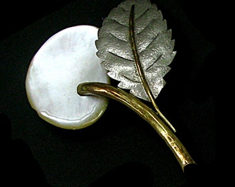 FABRICE, brooch Pearl and gold and silver metal