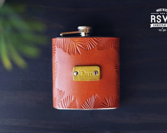 Custom Leather Flask, Handmade personalized gift for your boyfriend Groomsman, husband, best man. Palm leaves, tropical, Pick Initials, text