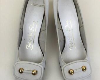 white mod chunky heeled leather pumps w/ buckle 60s