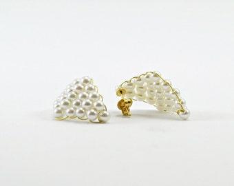 Bridal pearl earrings, diamond shaped earrings. Wedding earrings. Classic earrings made of white Pearl beads. Wedding jewelry, bride jewel.