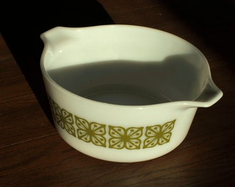 Vintage Pyrex #474-B Green Butterfly Print 1.5 Quart or Liter White Casserole Dish