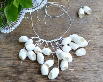 necklace white cocoon silk and earrings. white necklace. Rustic Weddings. silk cocoons jewelry, necklace silk cocoon, silk cocoon necklace