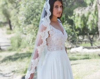 Mantilla Veil Grace, Veil, Tulle veil, Traditional veil, Lace veil - TV0013