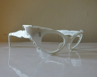 Retro 1950's Womens Pearlized White Pointy Cat Eye Eyeglasses Made In France - FREE SHIPPING
