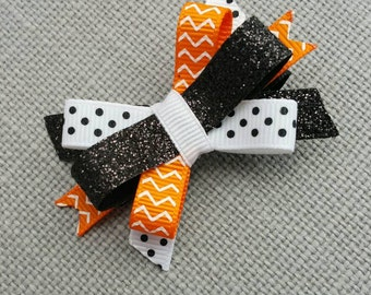 Halloween hair bow, Happy Halloween Orange black sparkle bow, Halloween hair Clip itty bitty bow Witch, trick or treat cutie Fall baby bows