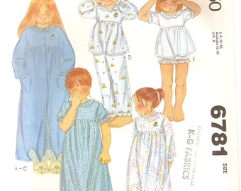 VINTAGE McCall's Sewing Pattern - Children's Clothes - Girl's Nightgown, Robe & Pajamas, Size 6