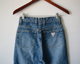 90s high waisted guess mom jeans, size 25/26