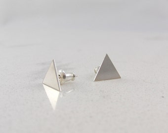 Sterling silver / Triangle studs