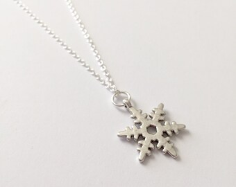 Silver Snowflake Necklace/Dainty Snowflake Necklace/Antique Silver Snowflake Necklace/Dainty Silver Snowflake Necklace