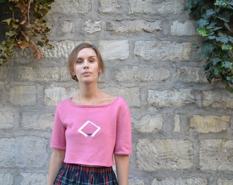 Pink knitted top, geometric shapes