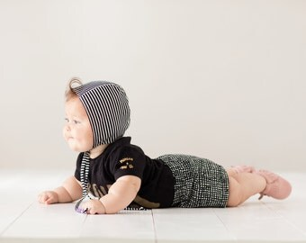 baby bonnet // striped baby sun bonnet // modern baby bonnet // baby sun hat // sun hat // sunbonnet