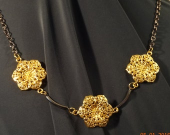 Three flowers, contemporary, romantic. Short necklace.    #211-16