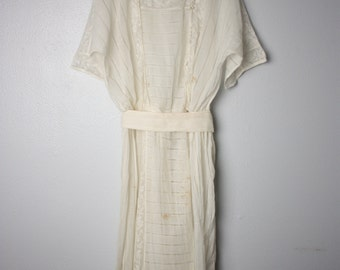 20 % OFF Edwardian Lace White Ivory Dress-Gown