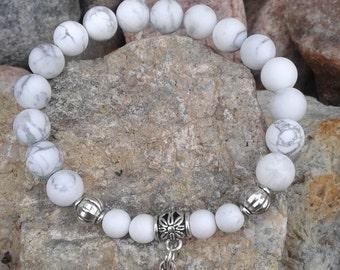 58) Bracelet en Howlite avec breloque du mantra OM - meditation - yoga