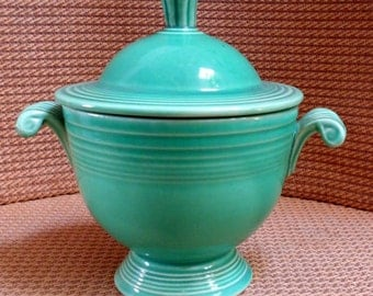 Vintage Fiestaware sugar bowl. Original green.