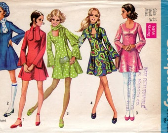 1960s Mod Mini Dress with Dog Ear Collar - Vintage Pattern Simplicity 8430 - Bust 34