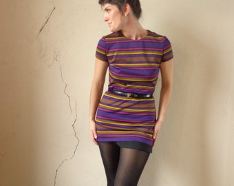 mod hip length top/ winter colors/ short sleeves/ belt hoops/ fuchsia & purple// small