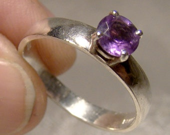 Sterling Silver Round Amethyst Solitaire Ring 1980s Size 8