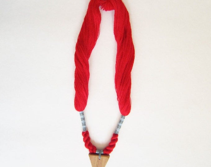 Necklace yarn and wood, red and light blue yarns, hand braided, ethnical jewels