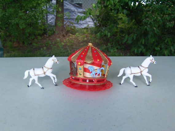 Vintage Wilton Red Carousel Horse Plastic Birthday Party Cake