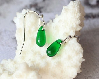 emerald green mini dangle drop earrings green jewelry dark green silver earrings green wedding bridesmaids gifts for her vert émeraude пя193