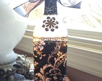 Victorian Wine Bottle Lamp, victorian, victorian decor, wine bottle lamps, wine bottles, lighted bottles, lighted wine bottles, wine bottle