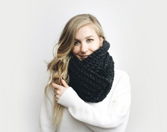 Infinity Scarf, Chunky Knit ⨯ The Léogâne ⨯ in CHARCOAL