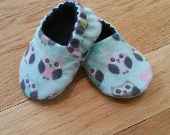 Baby shoes, owl soft sole shoes, crib shoes girl, flower baby booties, lined baby shoes, baby girl gift, baby shower gift