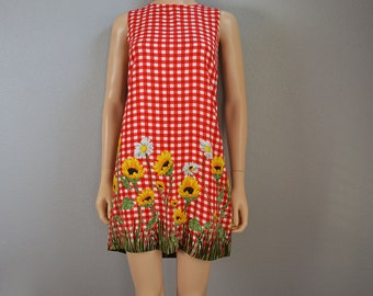 90s Babydoll dress Red and White Gingham With Sunflower Print 90s Clothing Size 7 Casual Epsteam