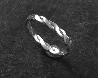 Silver plaited stacking/keeper ring.