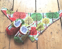 Baby Gift Set, Forest Trees Print Bandana Bib and Baby Shoes set, christmas baby gift