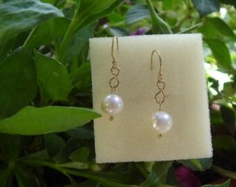 Elegant earrings in gold 585 (14 K) with Pearl!