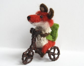 Needle felt Fox Fox on bicycle. Tiny Fox. Tiny bicycle. Felted Fox. Miniature bicycle. Fox with backpack. Felted animal with backpack.