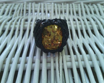 Macramé with mineral amber ring