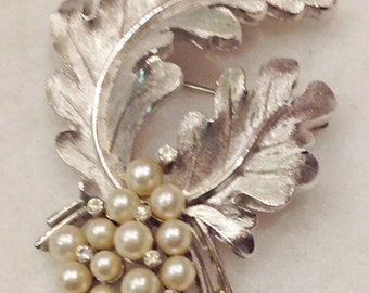 Vintage Trifari Brooch Pin Simulated Pearls Rhinestones Silver Tone