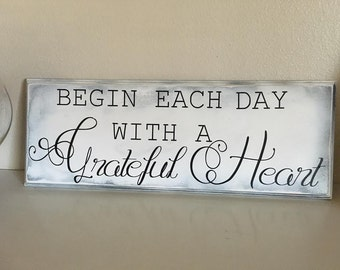 Begin each Day With A Grateful Heart,distressed wood sign,rustic wood sign,grateful heart sign,Motivational Sign,Inspirational,grateful sign