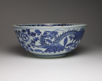 Antique 1900s Chinese blue and white porcelain dragon bowl