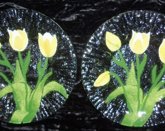 """PAIR  7"""" DISHES SYDENSTRICKER Signed Fused Glass Yellow Tulips Made in Cape Cod.....Item#9088"""