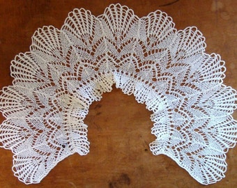 Vintage Crochet Collar - Darling Cream Lace Collar